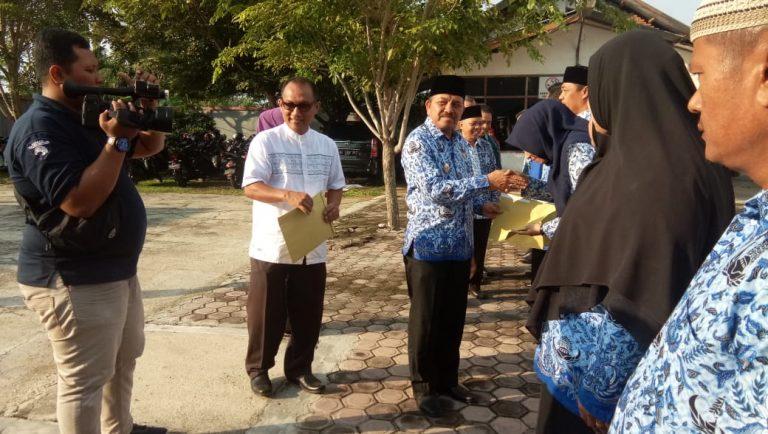 PENYERAHAN SK KENAIKAN PANGKAT GOLONGAN III DAN II PERIODE 01 OKTOBER 2019